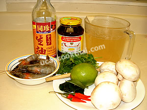 Tom Yam Kung Ingredients: Prawns, mushroom, lemon grass, kaffir lime leaves, lime juice, fish sauce, roasted chillie paste
