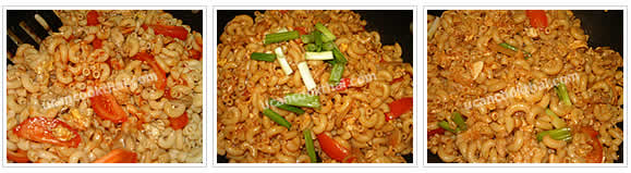 Preparation for Stir-fried Macaroni with Chicken: No.9 Stir-fry until all ingredients mix thoroughly, add cut green onion, stir quickly and remove from heat