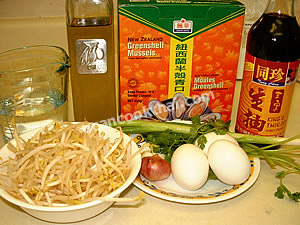 Fry Mussels and Bean Sprouts Ingredients: greenshell mussels, bean sprouts, green onion, cilantro, soy sauce, eggs, oil, shallot, garlic, water