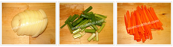 Preparation for Stir-fried Yellow Noodles: No.3 Thinly slice onion, cut green onion into 1 inch length