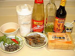 Fried Tofu with Prawn Sauce Ingredients: Prawns, fried tofu puff, Chinese dried black mushroom, chicken broth, tapioca flour
