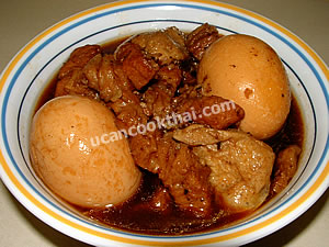 Put sweet stewed egg & pork in a bowl and serve immediately
