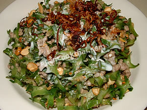 Place the salad in a plate, pour coconut cream, and top with fried shallots