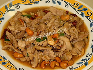 Place stir-fried chicken and cashew nuts on a plate, and serve immediately