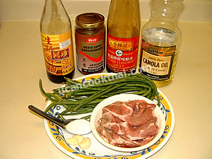 Stir-fried pork with long green beans and salted soy bean ingredients: sliced pork, long green bean, and sauces