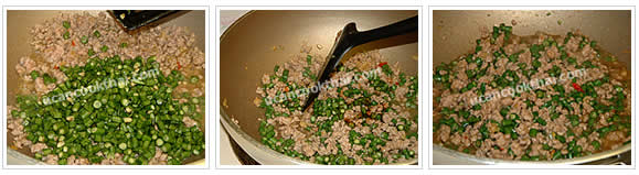 Preparation for stir-fried long green bean and ground pork: Add sliced long green bean and oyster sauce, stir well until the beans are getting soft