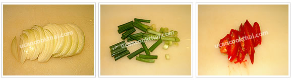 Preparation for stir-fried pork with black pepper: No.1 Cut green onion into 1