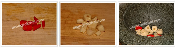 Preparation for Stir-fried Chicken Wingettes with Mixed Herbs: No.1 Cut garlic and chilies into small pieces and put in a mortar