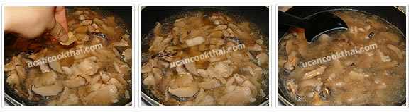 Preparation for Crispy Noodles with Chicken Gravy: No.10 Add chicken broth cube, stir well and wait until boil
