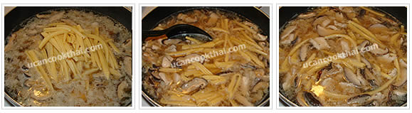 Preparation for Crispy Noodles with Chicken Gravy: No.12 Add cut young corn and stir together