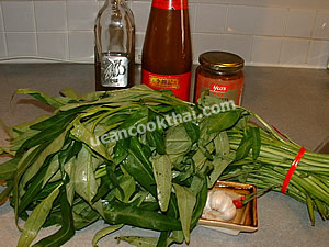 Water Spinach Stir-fried Ingredients: water spinach, garlic, chilies, salted soy bean oyster sauce, vegetable oil
