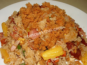 Put fried rice on a plate, sprinkle with dried pork fluff and serve immediately