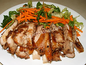 Cut lemongrass chicken into pieces and serve with fresh vegetable