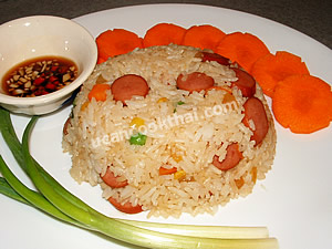 Put sausage fried rice on a plate, serve with fresh vegetable and hot and sour fish sauce