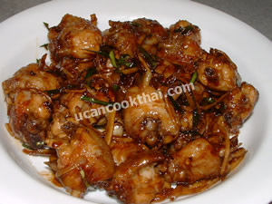 Place stir-fried chicken wingette with mixed herbs on a plate and serve immediately